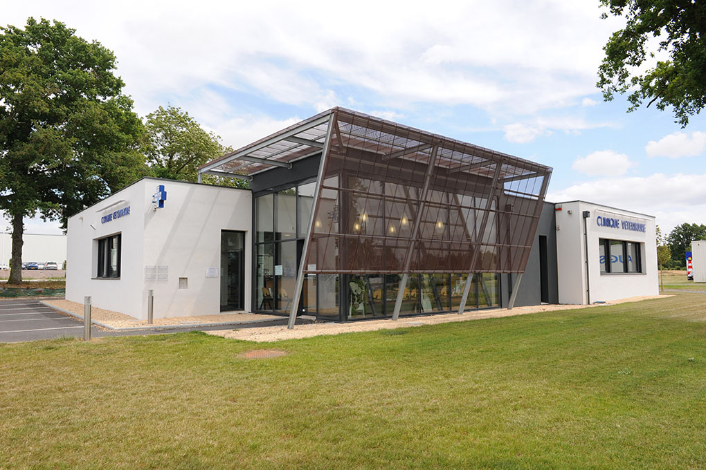 Clinique v t rinaire saint macaire en mauges 49 for Architecture de batiment moderne